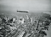 Graf Zeppelin Over Downtown (1 card/1 envelope) Avanti Historic Detroit Blank Card